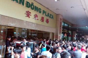 Vientnamese shoppers in An Dong Plaza