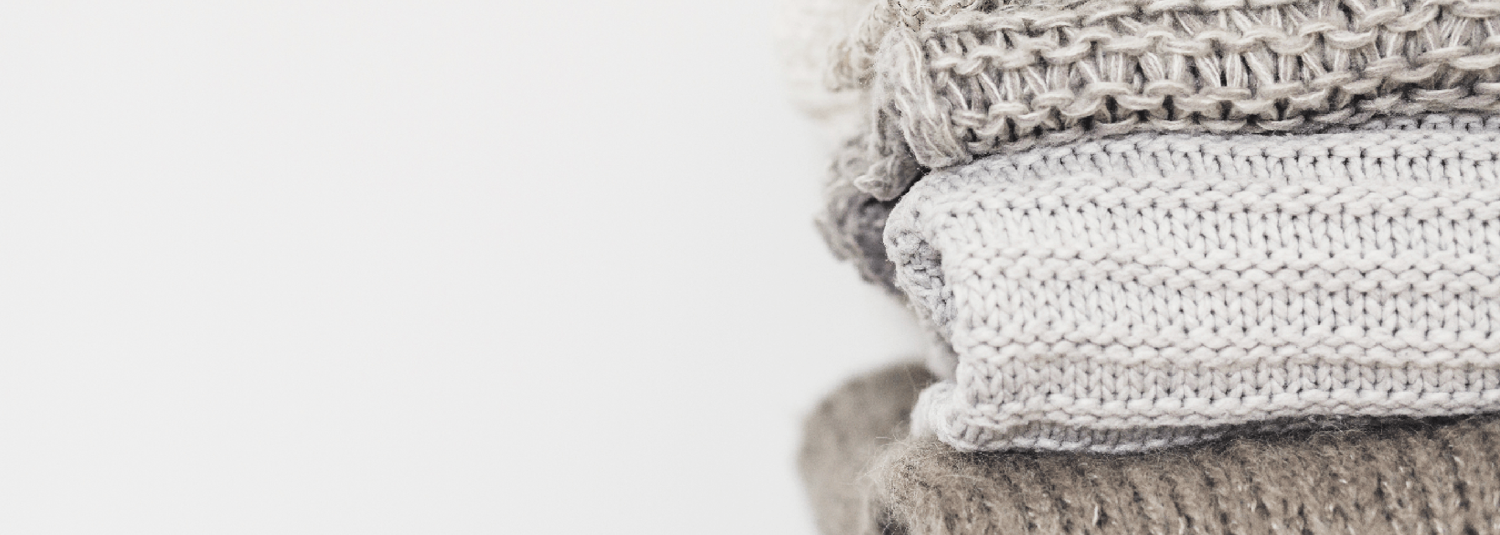 What is the Difference between Knits and Wovens in Clothing?